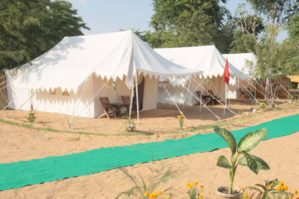 Deluxe tents Accommodation 2 nights + all meals