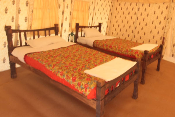 Deluxe tents Accommodation with all meals 01 Night